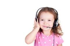 Mooi leuk gelukkig meisje met hoofdtelefoons stock foto