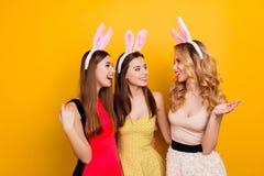 Mooi, leuk, mooi, opgewekt, charmerend, aantrekkelijke meisjes, discu stock fotografie