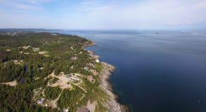 Mooi luchtpanorama van kustlijn stock fotografie