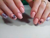 Mooi manicureontwerp voor leuke meisjes Stock Afbeelding