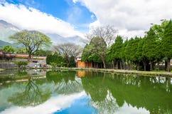 Mooi meer dat in de Drie Pagoden van Chongsheng-Tempel dichtbij Dali Old Town, Yunnan-provincie, China wordt gevestigd Royalty-vrije Stock Fotografie