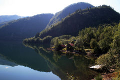 Mooi meer in Westelijk Noorwegen royalty-vrije stock foto's