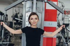 Mooi meisje bij de gymnastiek Royalty-vrije Stock Foto