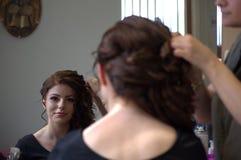 Mooi meisje bij de kapper stock foto