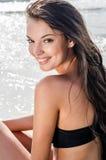 Mooi meisje bij kust het glimlachen Royalty-vrije Stock Afbeelding