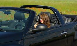 Mooi meisje in cabrio Stock Afbeelding