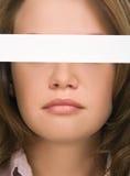 Mooi meisje dat haar ogenclose-up verbergt Royalty-vrije Stock Afbeelding