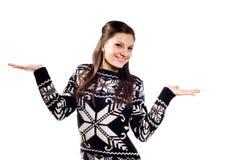 Mooi meisje dat met omhoog palmen voorstelt royalty-vrije stock afbeeldingen