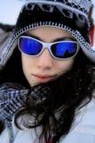 Mooi meisje dat zonnebril draagt Stock Foto's
