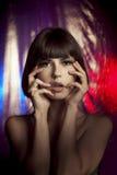 Mooi meisje in de club bij de disco stock foto