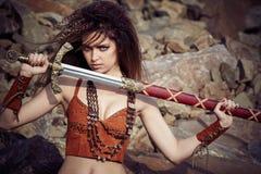 Mooi meisje in de kleren van Viking of Amazonië royalty-vrije stock fotografie