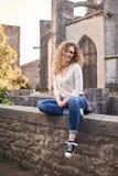 Mooi Meisje in de Oude Stad royalty-vrije stock afbeelding