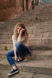 Mooi Meisje in de Oude Stad Stock Foto's