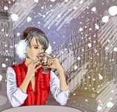 Mooi meisje in de straatkoffie het drinken koffie royalty-vrije illustratie