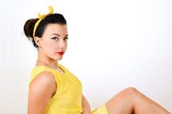 Mooi meisje in de studio, speld-omhoog Royalty-vrije Stock Afbeeldingen