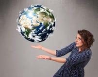 Mooi meisje die 3d aarde houden Stock Fotografie