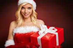 Mooi meisje die de kleren van de Kerstman dragen stock afbeeldingen
