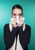 Mooi meisje die de symptomenconcept hebben van het de winter koud seizoen Royalty-vrije Stock Fotografie