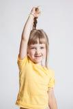 Mooi meisje die haar mooi lang haar aantonen Stock Foto