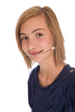 Mooi meisje die hoofddeksel dragen royalty-vrije stock afbeelding