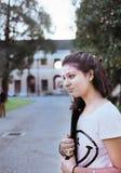Mooi meisje die naar universiteit gaan. Stock Afbeeldingen