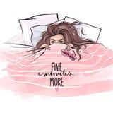 Mooi meisje die op zachte hoofdkussens liggen en onder deken in bed verbergen vector illustratie