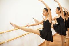 Mooi meisje die wat ballet uitoefenen Stock Foto