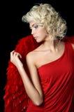 Mooi meisje in een kostuum van een rode engel Stock Fotografie