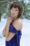 Mooi meisje in een lange kleding Stock Foto's