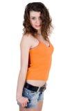 Mooi meisje in een oranje t-shirt stock foto's