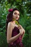 Mooi meisje in een rode kleding Royalty-vrije Stock Foto