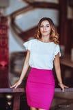 Mooi meisje in een witte blouse Stock Foto's