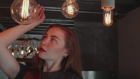 Mooi meisje in elegante kleding in haar luxueuze flat stock footage