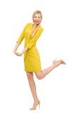 Mooi meisje in gele die kleding op het wit wordt geïsoleerd Stock Afbeeldingen