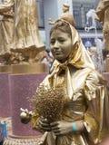 Mooi meisje in gouden make-up Royalty-vrije Stock Afbeelding