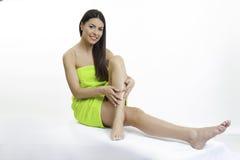 Mooi meisje in groen de lichaamsverzorgingconcept van de handdoekschoonheid Royalty-vrije Stock Afbeeldingen