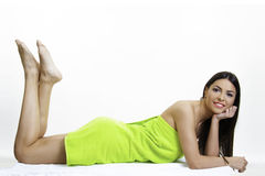 Mooi meisje in groen de lichaamsverzorgingconcept van de handdoekschoonheid Royalty-vrije Stock Afbeelding