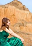 Mooi meisje in groene kleding Stock Foto's