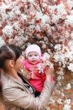 Mooi meisje in het de herfstpark Stock Afbeelding