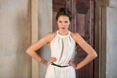Mooi meisje in het lichte kostuum royalty-vrije stock foto