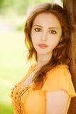 Mooi meisje in het park Stock Fotografie