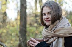 Mooi meisje in het park Royalty-vrije Stock Afbeelding