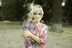 Mooi meisje in het park Royalty-vrije Stock Foto's