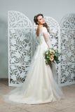 Mooi meisje in huwelijkstoga Stock Afbeelding