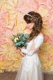 Mooi meisje in huwelijkstoga Royalty-vrije Stock Foto