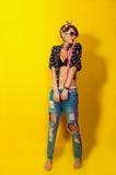 Mooi meisje in jeans en een overhemd Stock Foto