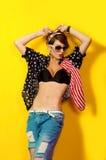 Mooi meisje in jeans en een overhemd Stock Foto's