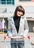 Mooi meisje klaar voor het winkelen Royalty-vrije Stock Afbeelding