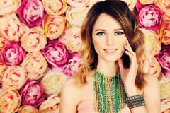 Mooi meisje Kleurende Haar en Make-up Royalty-vrije Stock Afbeelding