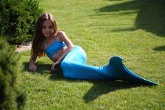 Mooi meisje in meerminkleren royalty-vrije stock fotografie